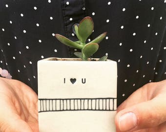 I {heart} U small planter. Sweet handmade succulent planter. Valentine gift. BFF gift. IN STOCK.