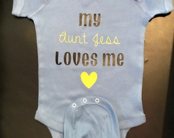 My aunt loves me personalized baby gift auntie onesie aunt my aunt loves me personalized baby gift auntie onesie aunt bodysuit i negle Images