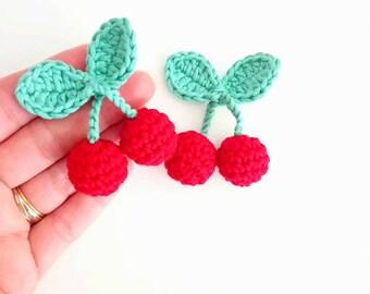 Broche cerises rouges au crochet, broche kawaii crochet, bijoux crochet rigolo pour jeune fille ou femme, idée cadeau original et pas cher