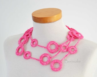 Crochet circle necklace Hot Pink I956