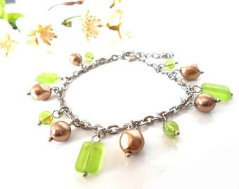Bracelet with beige and Green Pearl and glass beads