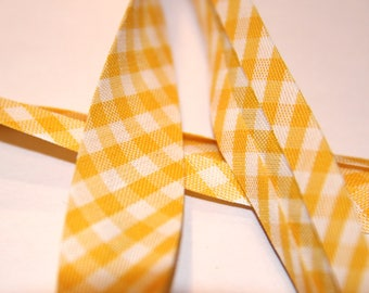 through yellow and white gingham polycotton 18mm