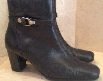 Vintage 9 & Co. Women's Black Leather Stacked Heel Boots Size 8.5 M