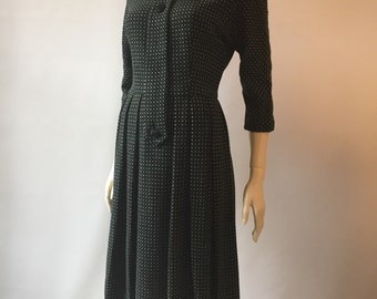 Vintage 1950s soft wool waisted dress with dolman sleeves and divided Peter Pan collar - charcoal grey with green and white print