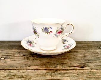 Floral Bone China Tea cup /  Pink roses / Queen Anne Made in England