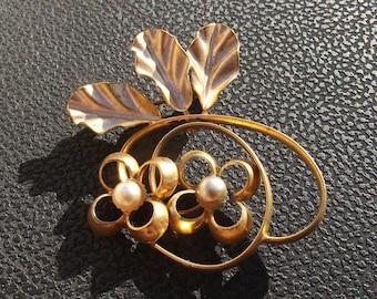 Vintage brooch flower pearl