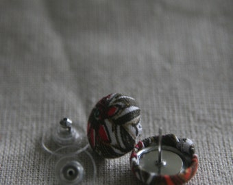 Floral pattern cover button earrings