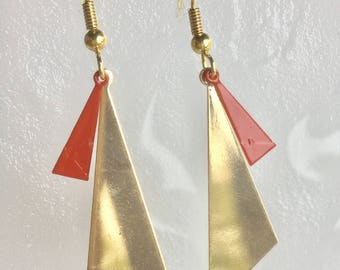 Earrings graphic golden triangle, small red enamel charm