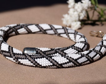 Bead Crochet Necklace - Black-and-white - Rhombuses