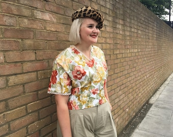 Flowery top with v-neck