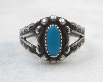 Vintage hand stamped turquoise ring, sterling silver Southwestern turquoise stacking ring with arrow detail, boho blue stone  ring, Sz 6.5+