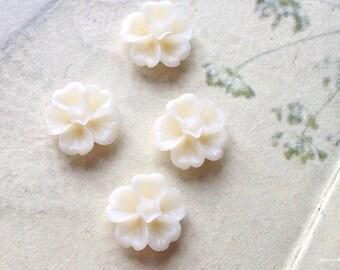 13 mm Ivory  Morning Glory Resin Flower (.ss)