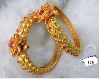 Elegant imitation gold and red bangle set