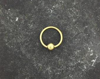 18ct oro perle anello chiuso. All'insegna di gioielli per il corpo d'oro 18ct.