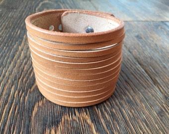 handmade Leather bracelt in green or beige