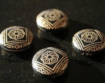 Set of 6 acrylic beads. (ref:2477).