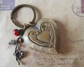 Medallion Keychain ~ huge heart ~.