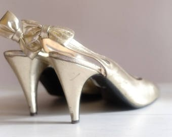 Vintage 40s Gold Patent Leather PEEP TOE Slingbacks  High Heels Hollywood Old Glamour  Ankle strap Pumps Stiletto Shoes Event Size 7/8 US