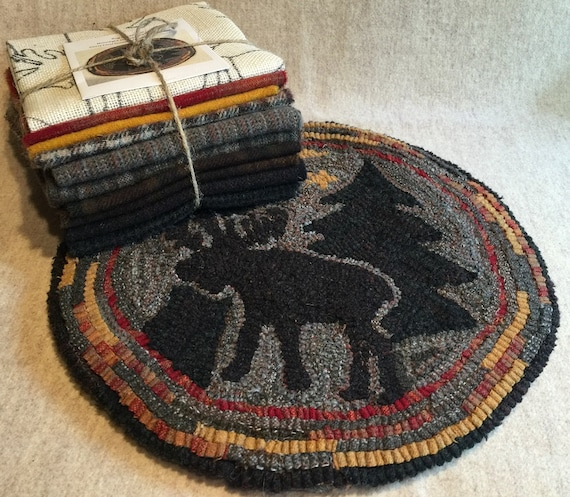 "Primtive Rug Hooking Kit for ""Moonlight Moose"" Chair Pad  14"" Round  K112"