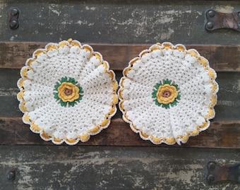 Crochet doily, vintage doily, set of 2 crochet doilies