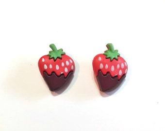 "SALE Chocolate Strawberry Buttons (1"") Blumenthal Lansing Wuttons Dessert Set of 2 Shank Back Craft Hair Card Making Scrapbook Supply - 274"