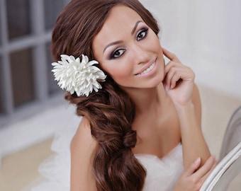 White bridal hairpiece Wedding hair accessories Bridal accessories Wedding hairpiece Bridal hair clip White chrysanthemum White headpiece