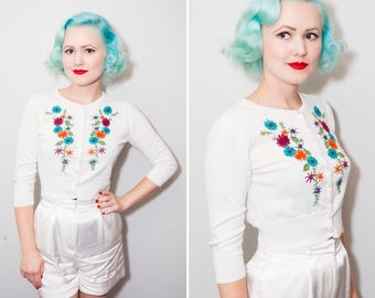 50's Style White Cropped Cardigan with Flower Embroidery | Size XS