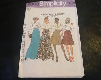 Vintage 1970s , simplicity 7308 sewing pattern,  four different gore skirts to choose from. Retro, maxi or knee length with a flare.