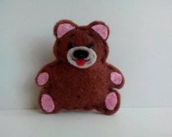 Little felt bear brooch