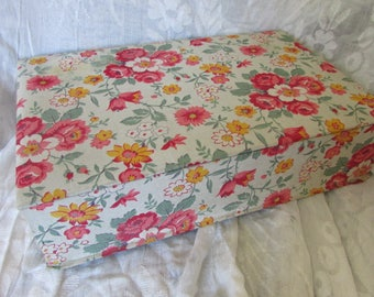 Pretty antique vintage French 1930's cabbage roses cotton covered boudoir box sewing box