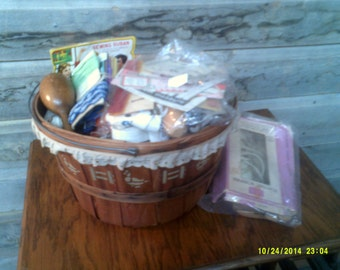 Basket Full of Vintage Sewing Notions, Sewing Notion Lot, Vintage Sewing, Sewing Room, Vintage Notions, Sewing Supplies