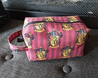 Gryffindor makeup bag with handle Harry Potter