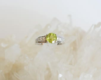 Peridot, White Zircon Ring in Sterling Silver (size 7)