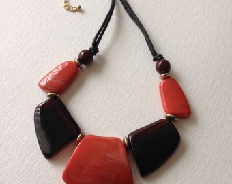 Necklace - Chunky marbled plastic necklace Large flat beads red and black