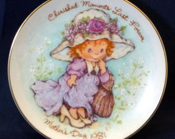 Vintage Avon Love is Caring Mother's Day Plate, 1981