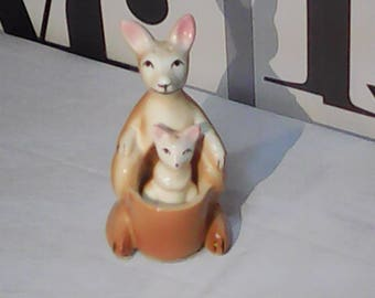 Vintage Kangaroo with Joey Salt and Pepper Shaker Ceramic    FREE SHIPPING