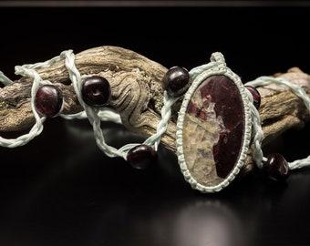 Almandine garnet necklace, Garnet pendant, macrame necklace, macrame jewelry, boho necklace, micromacrame, natural garnet