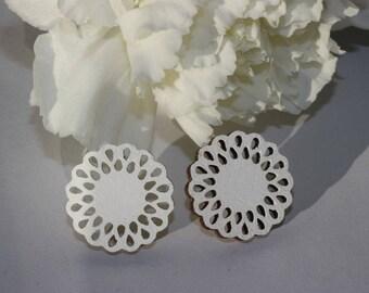 Daisy -Stud Earrings (white)