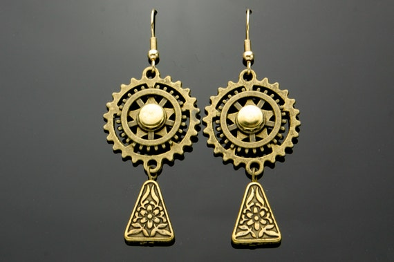 Steampunk Dangly Earrings, Bronze Gears, Cogs, Hand Made, Antique Brass