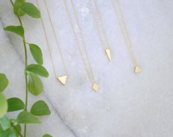 The mini geometric delicate chain gilded in fine gold necklaces