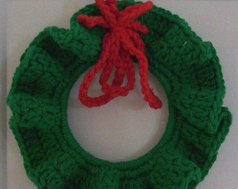 Christmas Wreath - Crocheted in Dark Green with Red Ribbon - Cute Christmas Tree Decoration