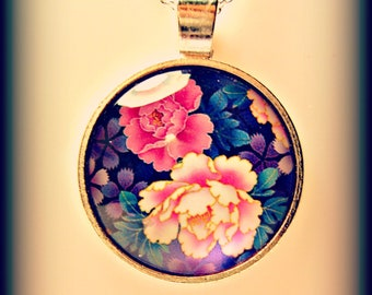 Flower Pendant Necklace (shipping included)