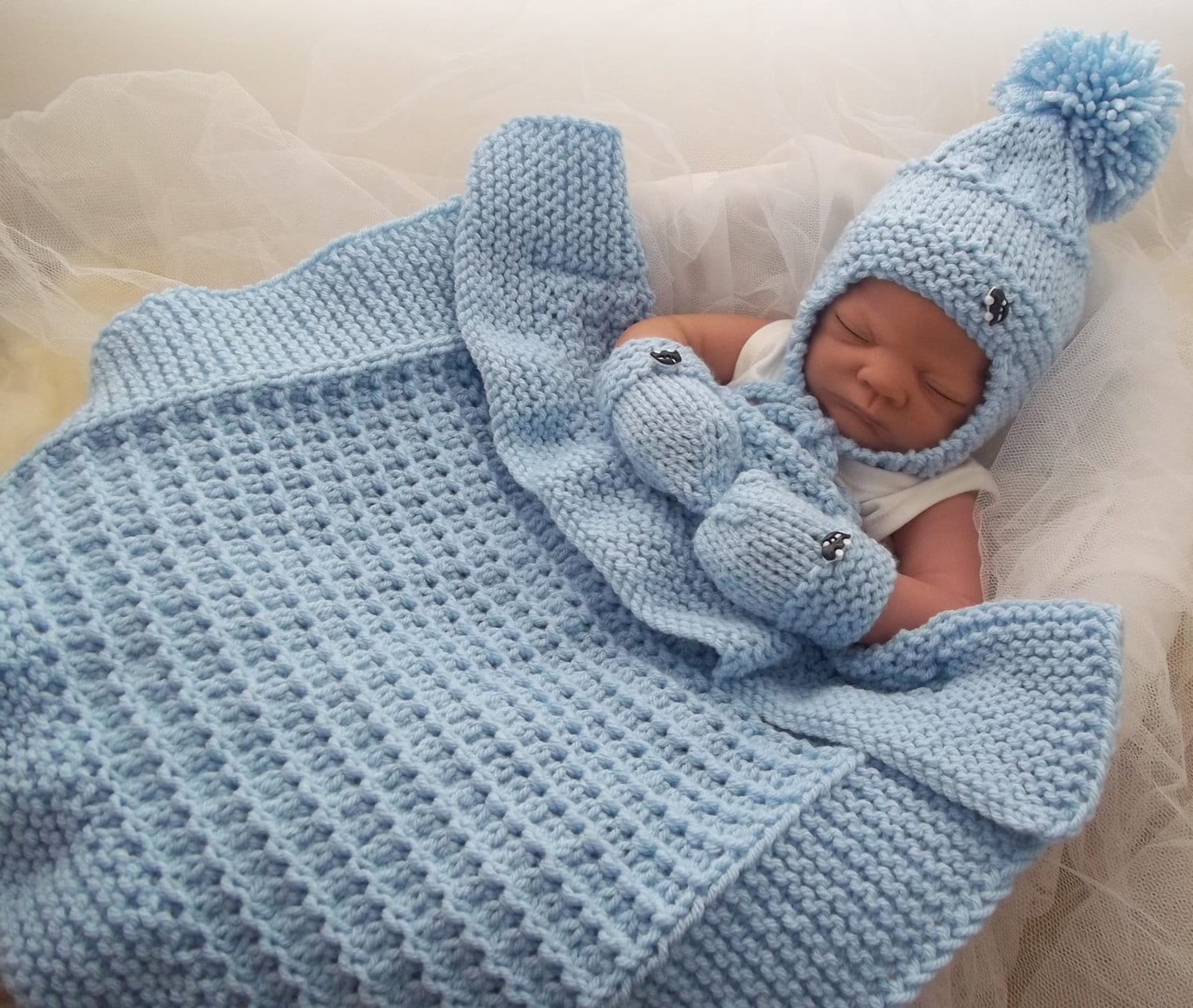 Knitting Blankets For Babies : Baby knitting pattern chunky pram blanket hat mittens