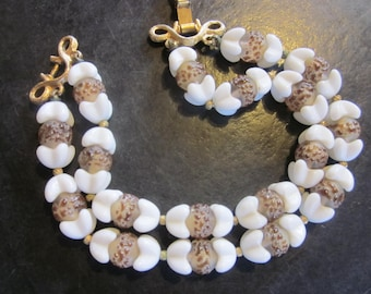 vintage trifari double strand beaded bracelet, white beads with clear bumpy beads