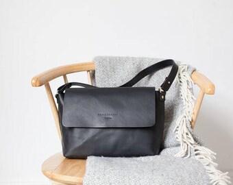 Rachel Shoulder bag in Black Vegetable Tanned Leather