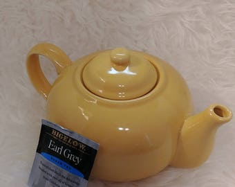 Vintage tea pot, H.Mark sunny yellow, classic tea pot, made in china tea pot, Afternoon Tea, Asian tea, gold teapot