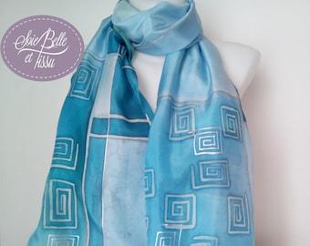 """Foulard en soie bleu, étole peint à la main sur soie motif abstrait """"nuances de bleu"""", étole mariage bleue, cadeau pour elle"""