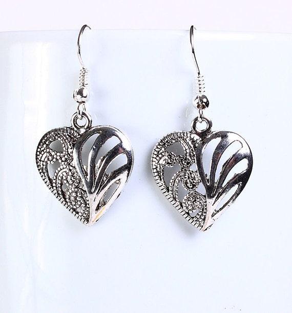 Antique silver tone heart drop dangle earrings (560)