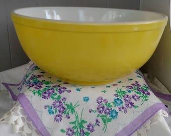 1940's Pyrex large bowl unnumbered