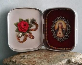 Altar bottles - Madonna on red velvet